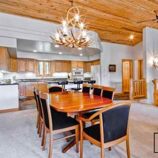 Walk to Slopes - Spacious Aspen Ridge townhome with 3BD, large kitchen, and and great views<br />