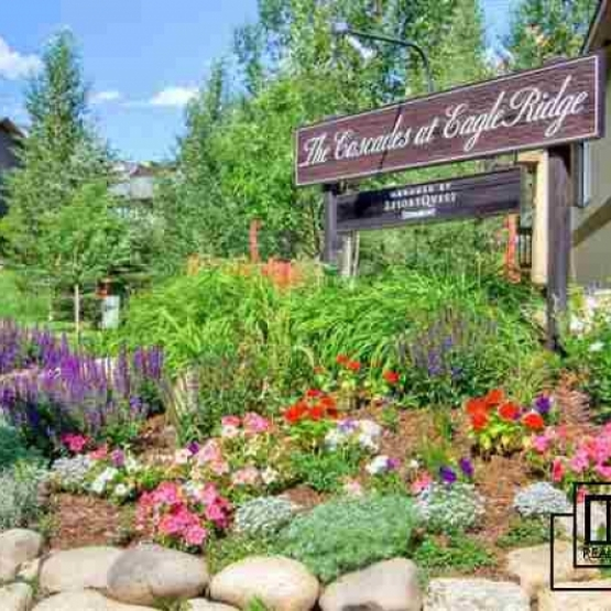 Cascades at Eagle Ridge - Sought after location,  2 car garage, shuttle service to ski area, maintenance free landscaping, ample room for guests.<br />