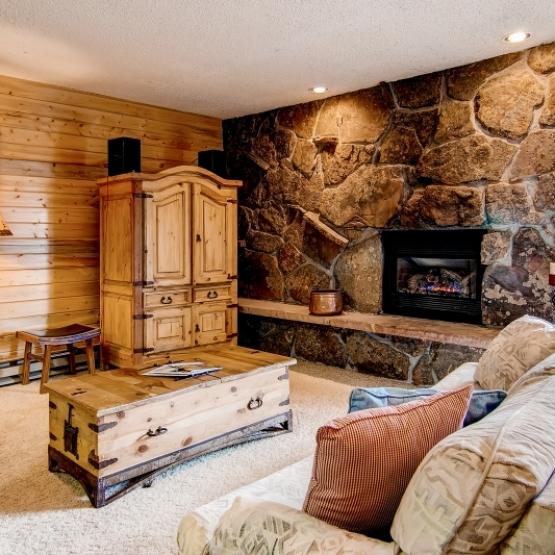Ski In/Ski Out - Slopeside 1 BD Storm Meadows condo, fully-furnished, hot tub & sauna<br />