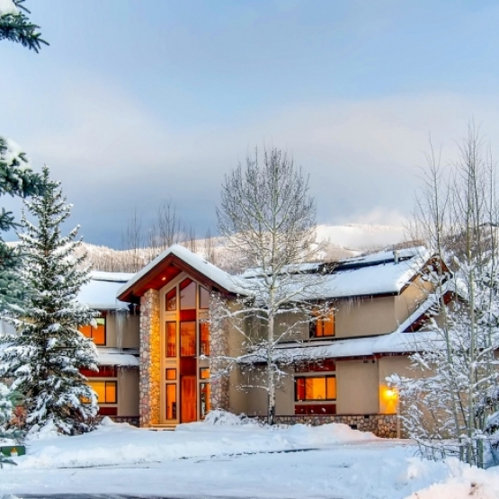 Elegant Mountain Home  - Stunning Fairway Meadows 4+BR home located along Rollingstone Golf Course <br />