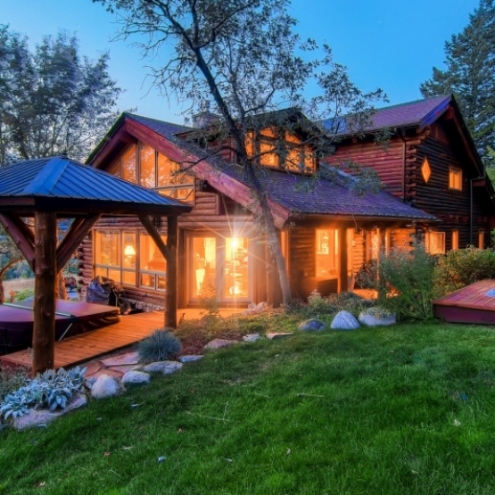 Log Home Near Ski Area - Elevated 3600sf smart home on Clubhouse Drive w/ ultimate backyard privacy<br />