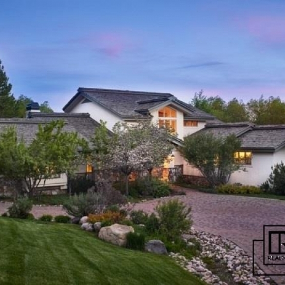 Eagles View Home - 5+BR/5BA 1 acre waterfront home in the heart of Steamboat
