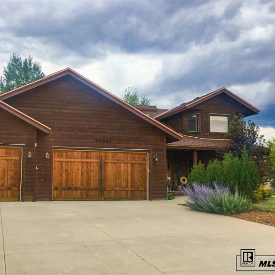 Silver Spur Home - Beautifully updated 4BR/3BA Silver Spur home with miles of trails and convenient access recreational areas<br />