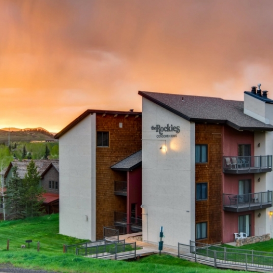 Rockies Condo Ski Retreat - 1,000+sf condo with sunset views and within walking distance to ski slopes<br />