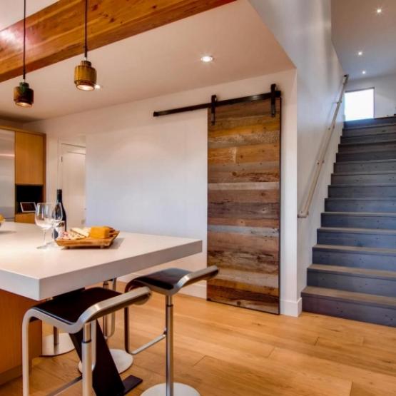 Elegant modern home - Incredible modern home with views