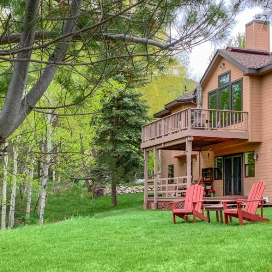 Steamboat Blvd Home - Comfort & Convenience