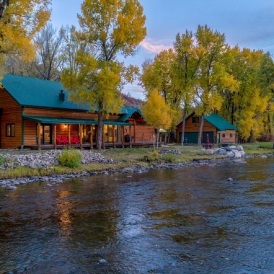 Riverfront Property - Luxury steps from Elk River