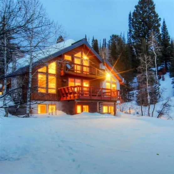 4 Acres with Aspen & Pine - Mountain retreat w/ 3100+ sf with 4BD, 3.5BA in Strawberry Park. <br />