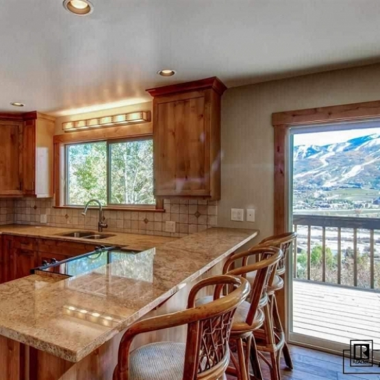 Tree Haus Home with Views - 2192 sf home with granite slab counters, tiled backsplash and stainless appliances<br />