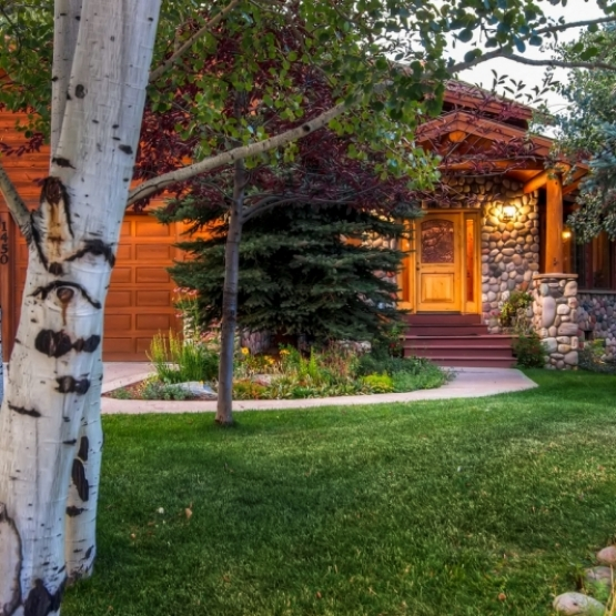 Fish Creek Masterpiece - Wonderful Fish Creek 5BD home tucked among mature aspens and pines<br />